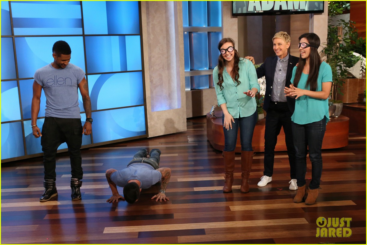 adam levine visits ellen usher lets one lucky audience member feel his abs 03