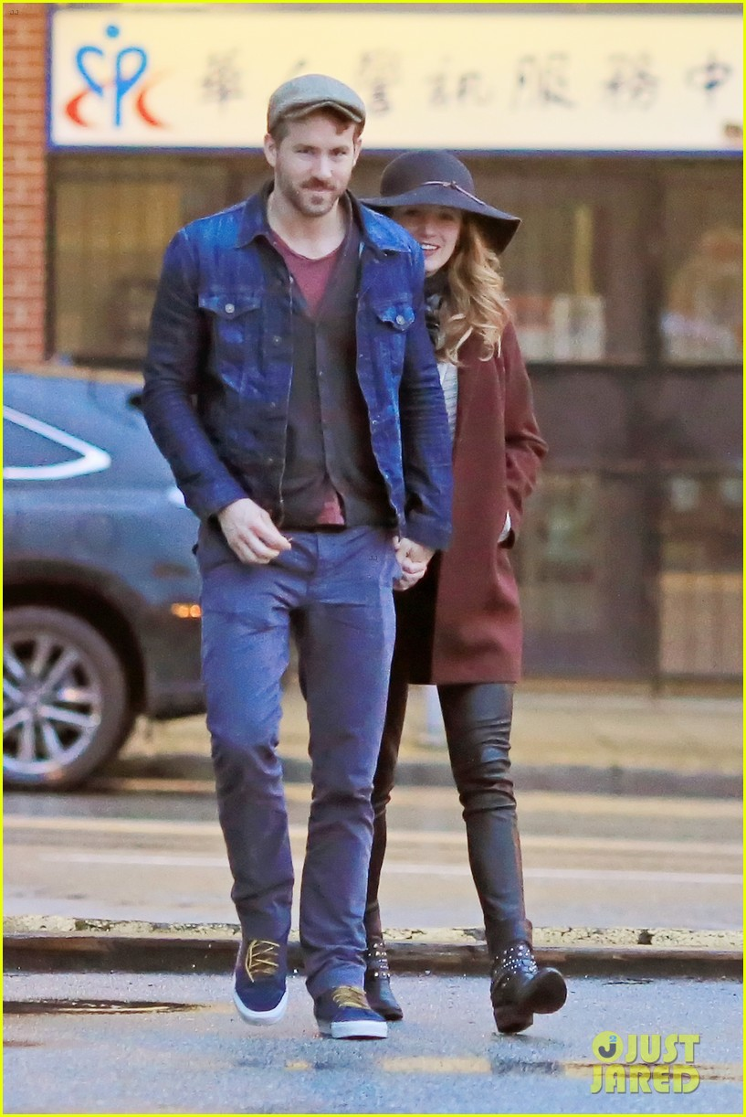 blake lively ryan reynolds hold hands most adorable couple 023086042