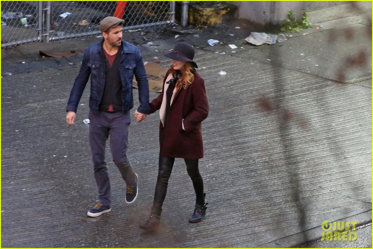 blake lively ryan reynolds hold hands most adorable couple 073086047