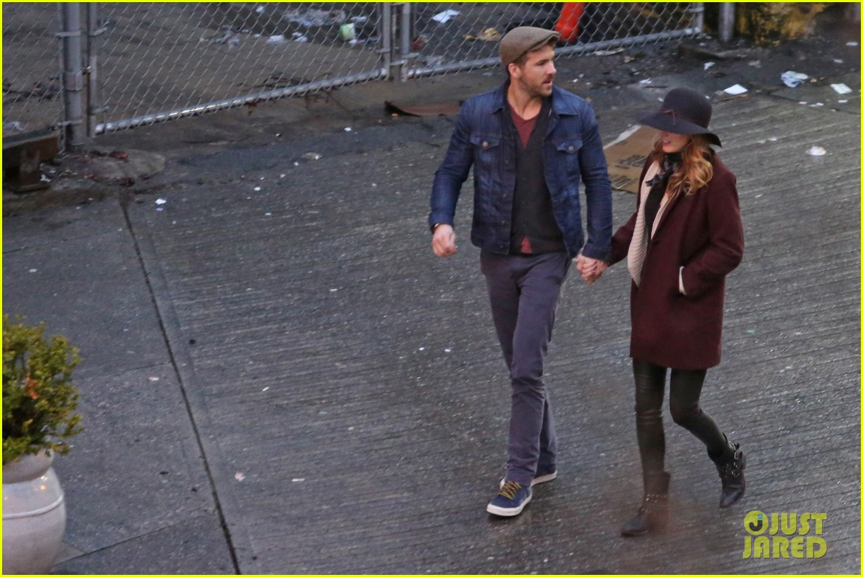 blake lively ryan reynolds hold hands most adorable couple 13