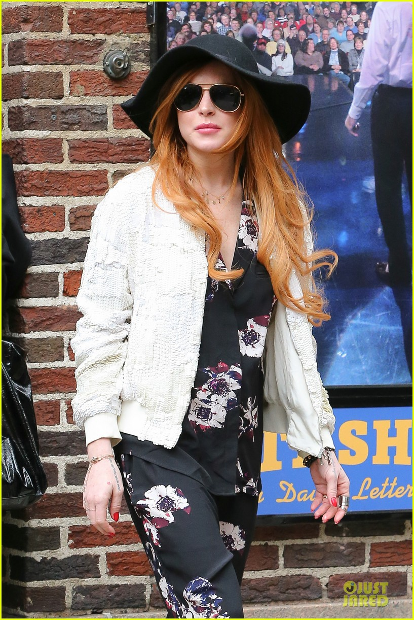lindsay lohan brings music letterman 07