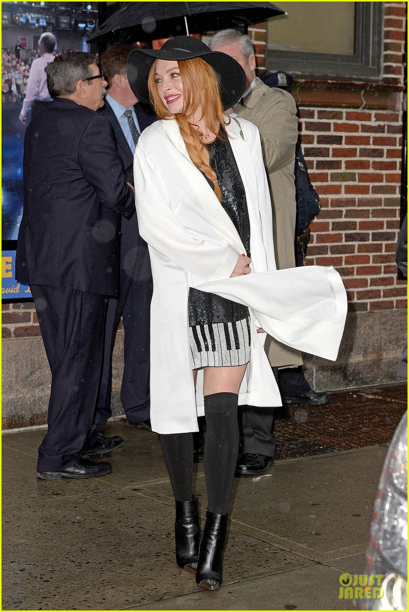 lindsay lohan brings music letterman 22