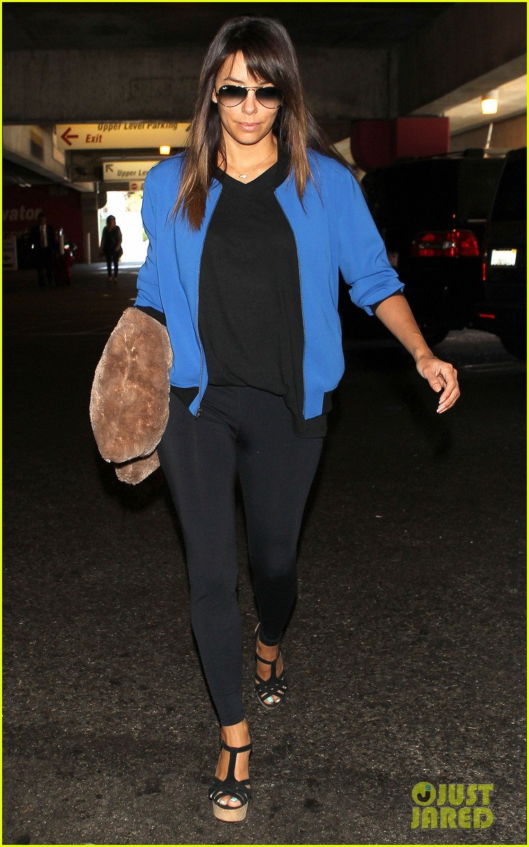 eva longoria returns to l a just in time for devious maids 08