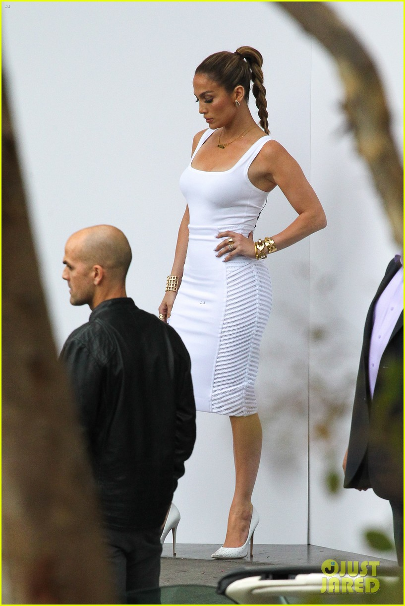 jennifer lopez white hot form fitting dress idol 16
