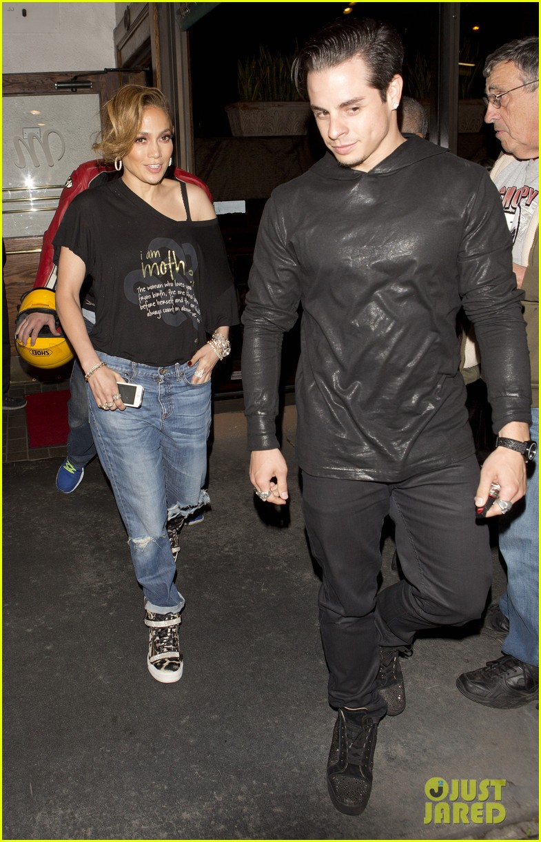 jennifer lopez grabs dinner with boyfriend casper smart after american idol 033094444