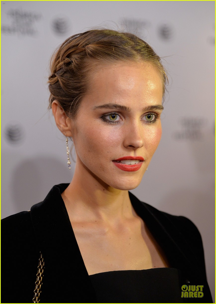 isabel lucas jim sturgess bring electric slide to tribeca 073097050