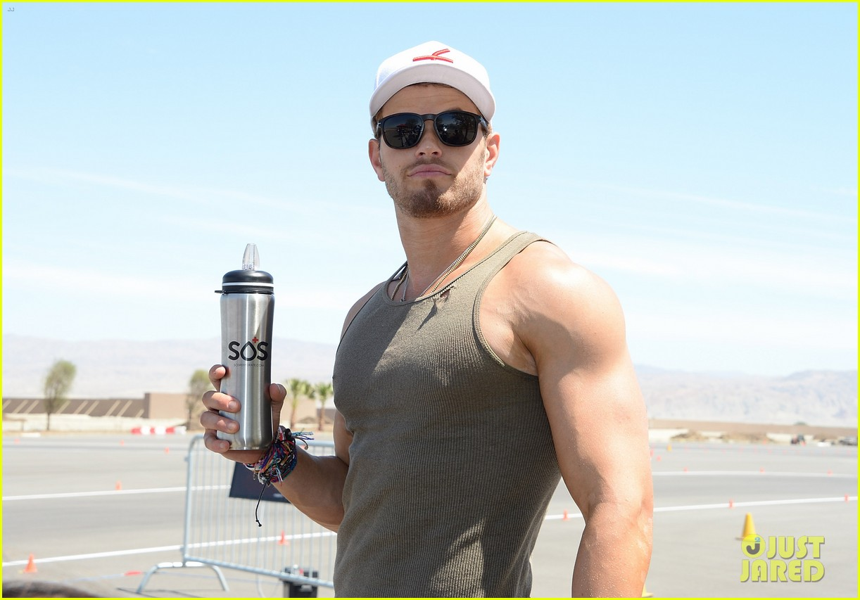 kellan lutz bared his buff muscles before getting them inked 02