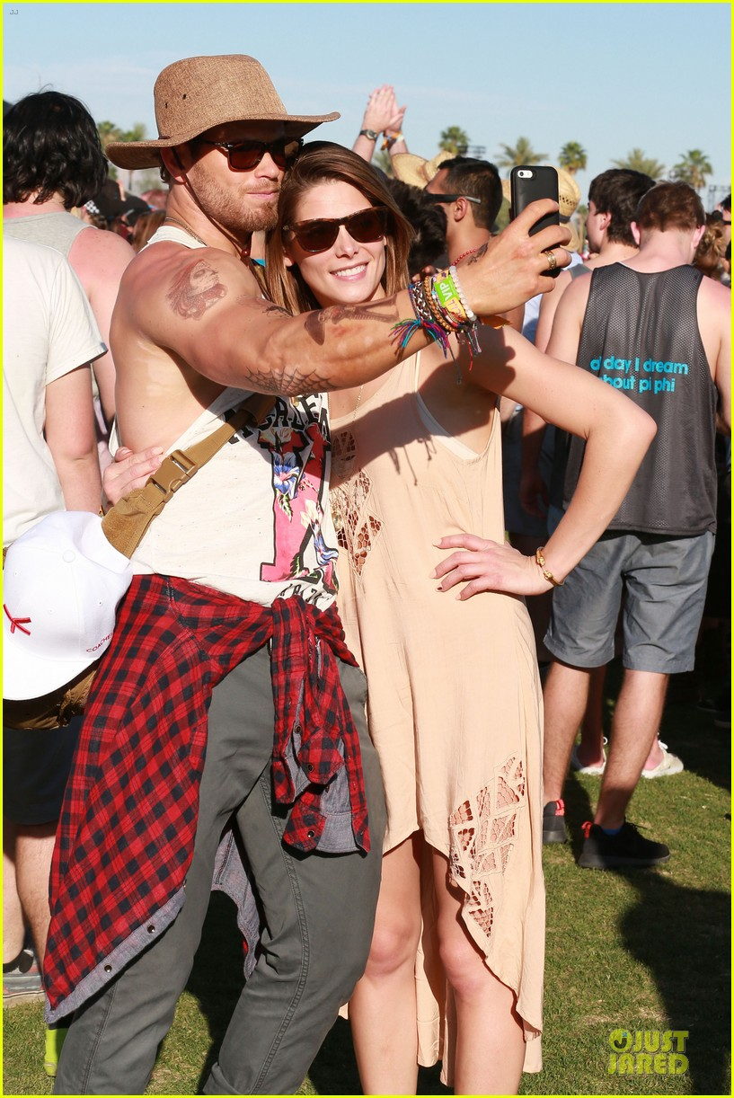 kellan lutz gun show at coachella 12