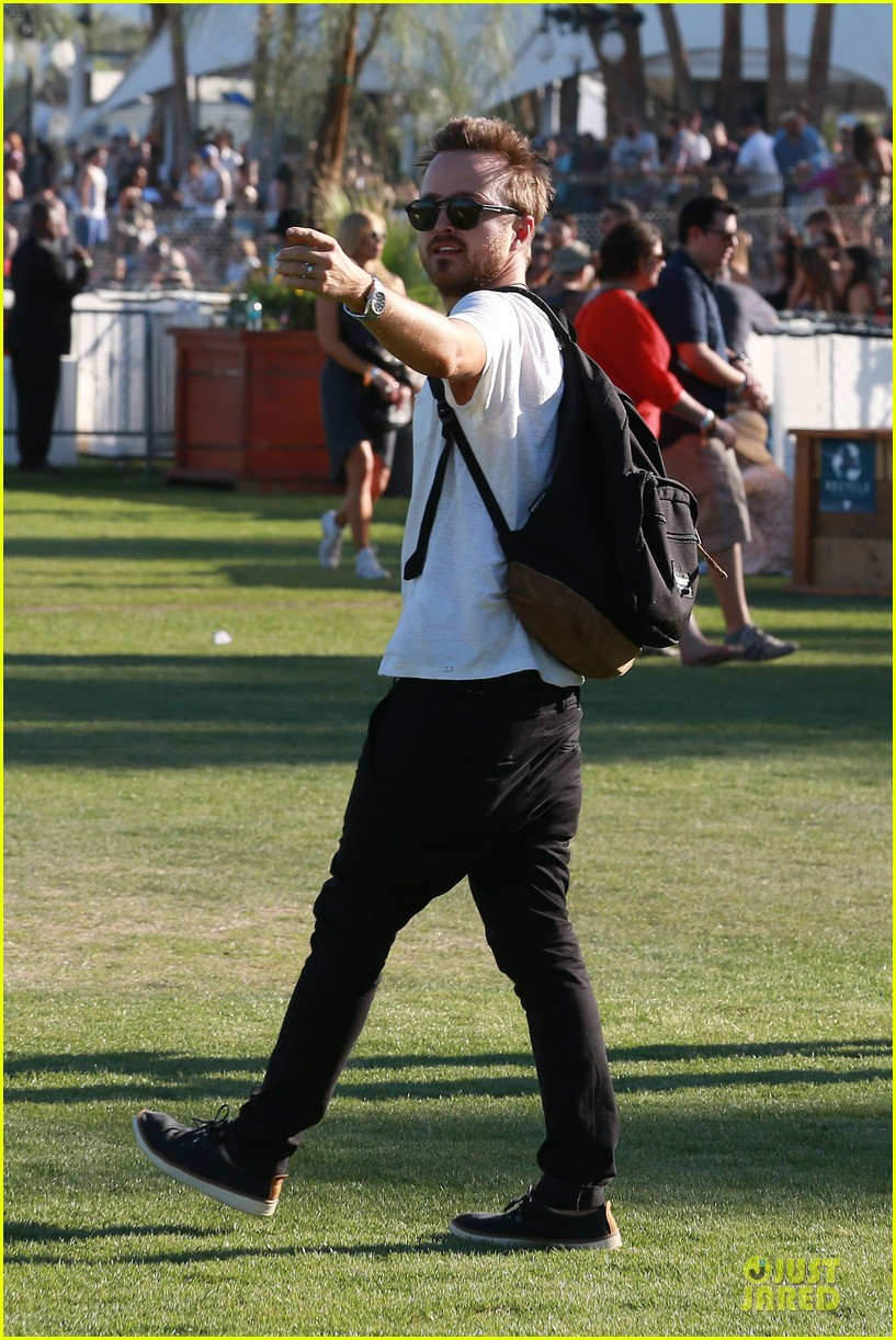 kellan lutz gun show at coachella 23