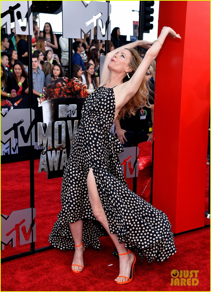 leslie mann brings the whole family to the mtv movie awards 2014 05