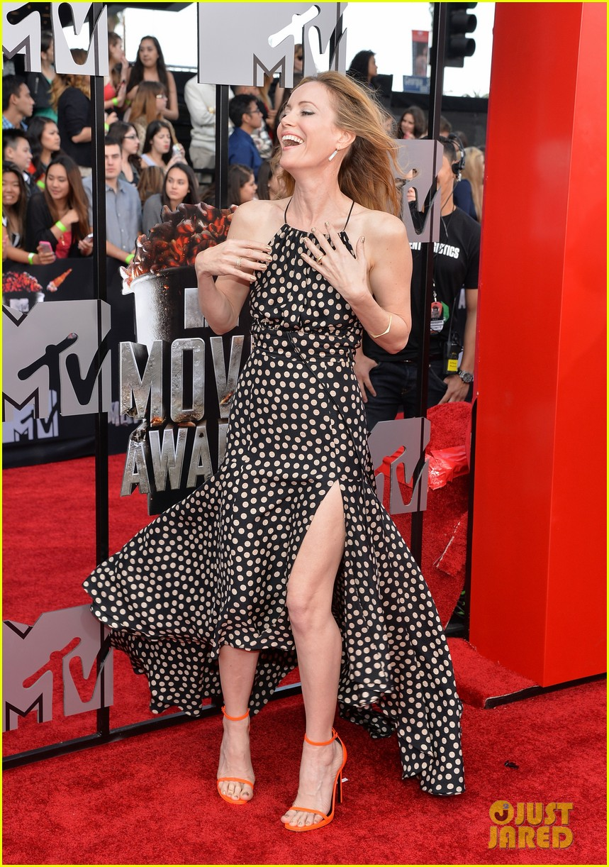leslie mann brings the whole family to the mtv movie awards 2014 08