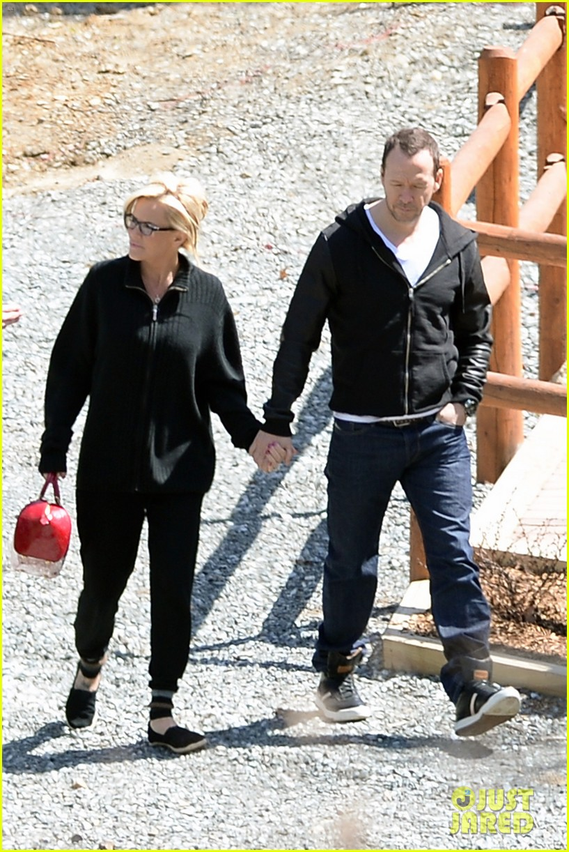 jenny mccarthy donnie wahlberg spotted upstate new york 093094125