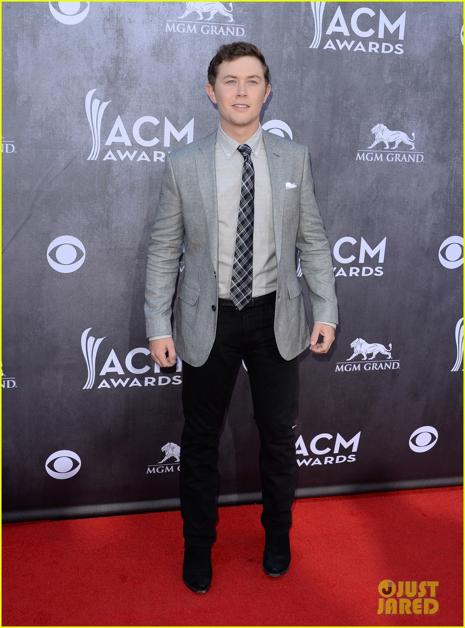 scotty mccreery acm awards 2014 red carpet 03