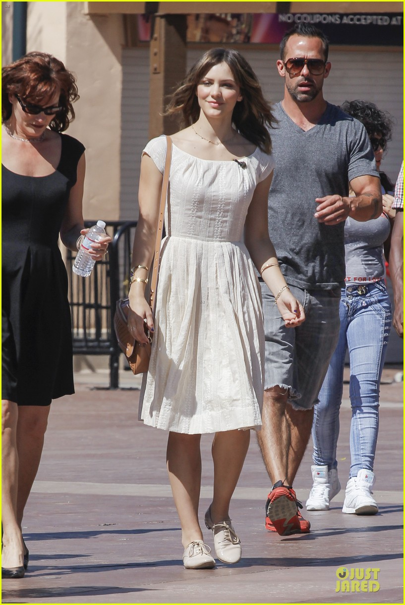 katharine mcphee enchanted by mike vogel 16