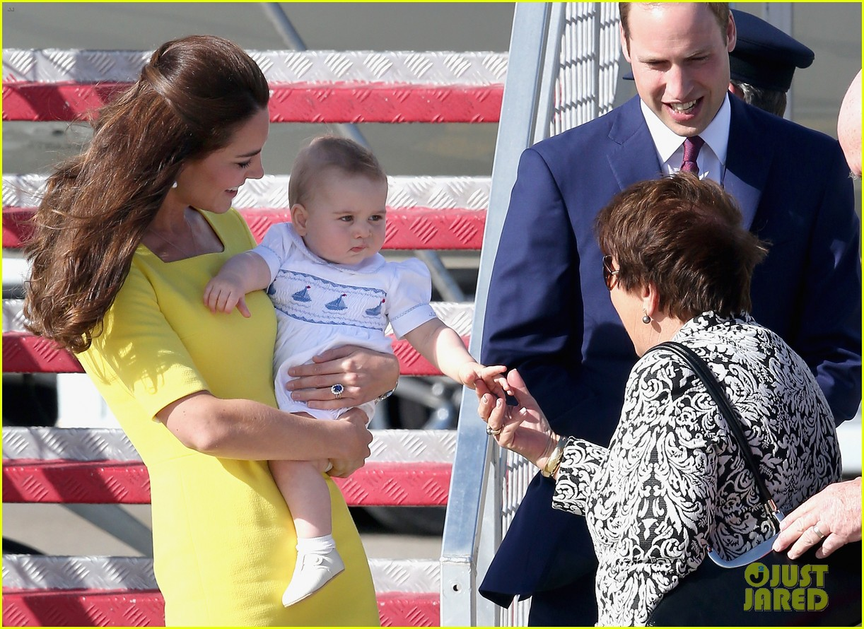 kate middleton changes into yellow dress to arrive in australia 04