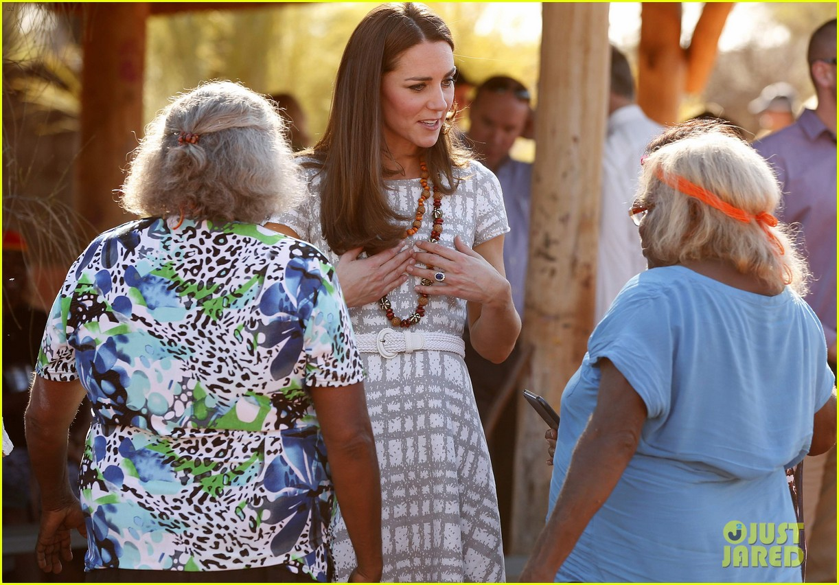 kate middleton dazzles in two dresses during visit to uluru with prince george 04