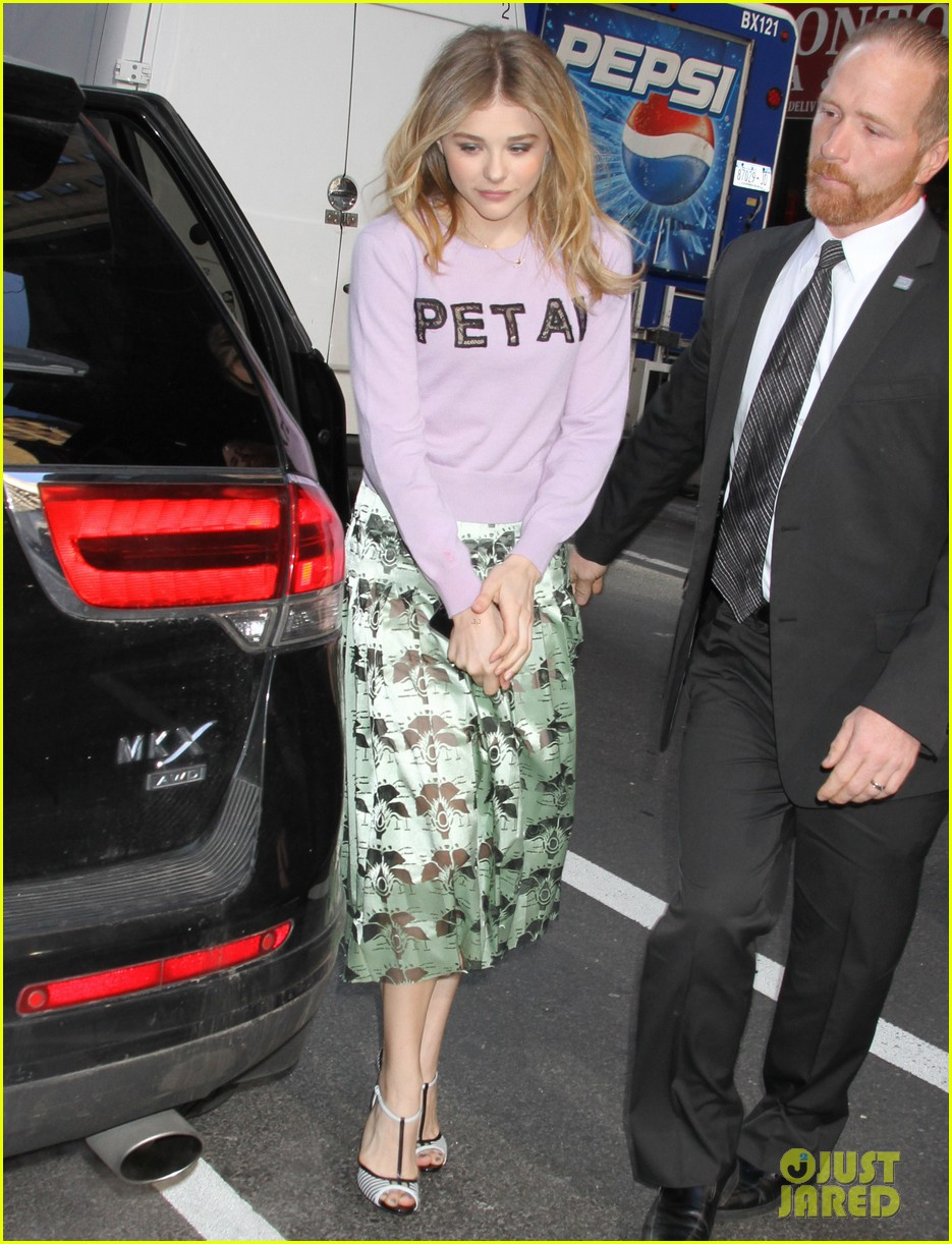 chloe moretz pretty as a petal for today show appearance 02