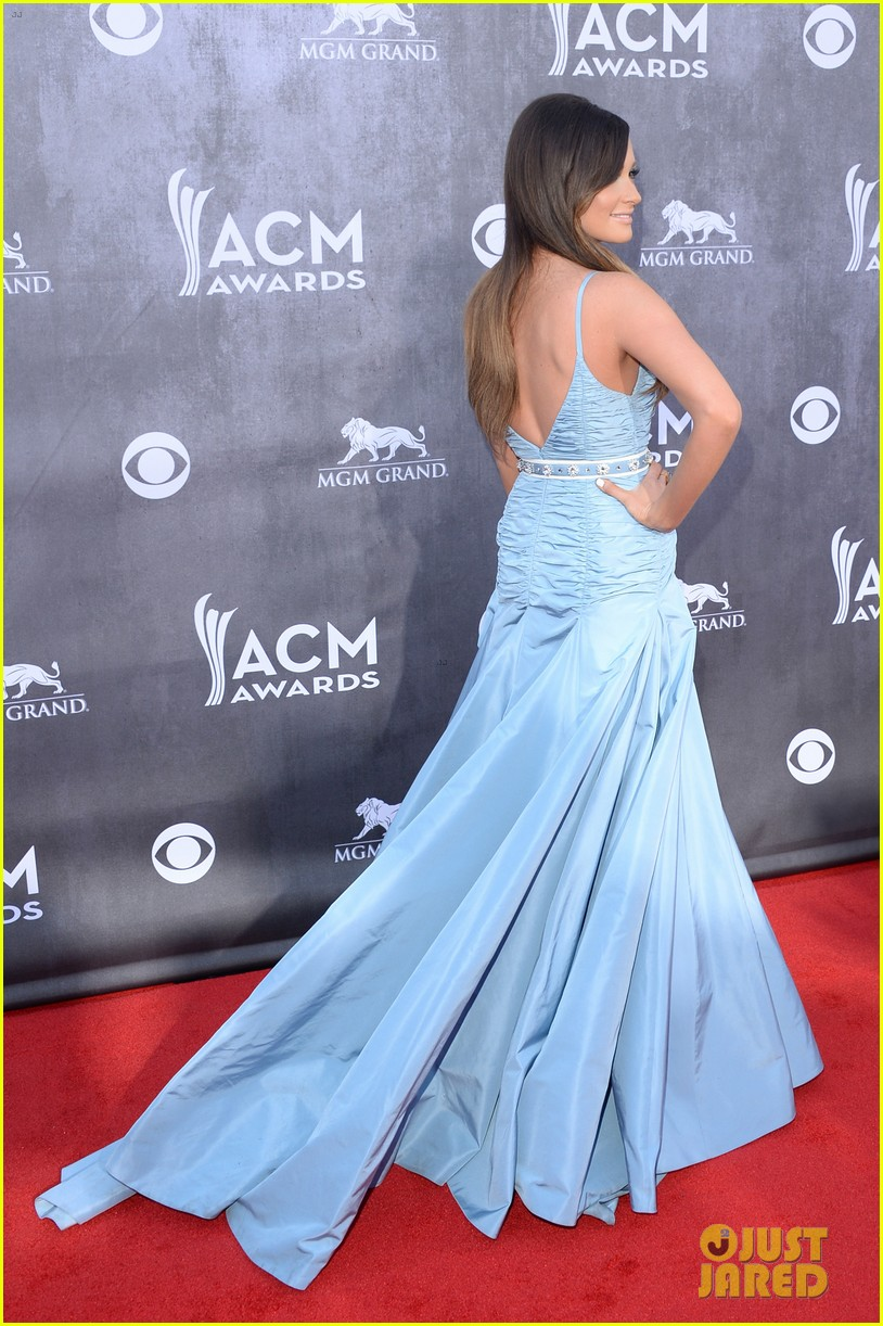 kacey musgraves acm awards 2014 red carpet 03