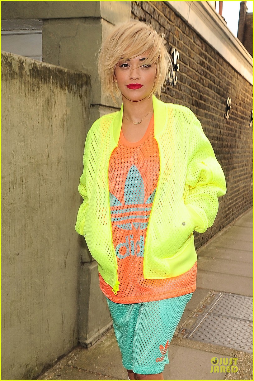 rita ora new hairdo in neon ensemble 02