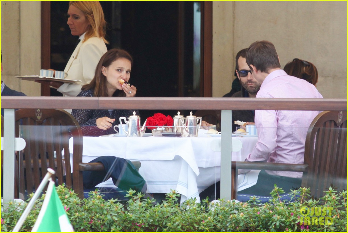 natalie portman benjamin millepied romantic vacation venice 12