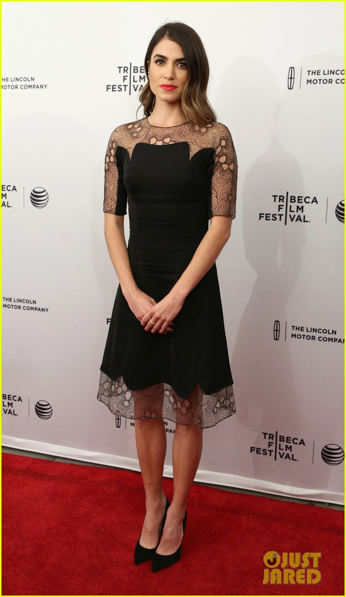 nikki reeds dress made her night at tribeca premiere 07
