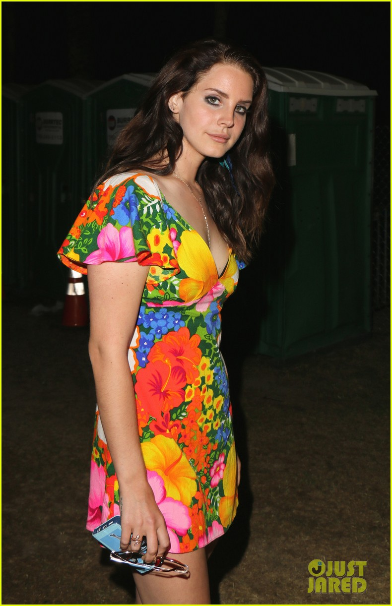 lana del rey lets loose during second coachella 11