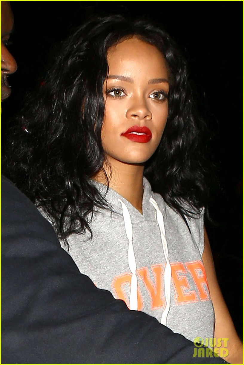 rihanna settles lawsuit with ex accountants 03