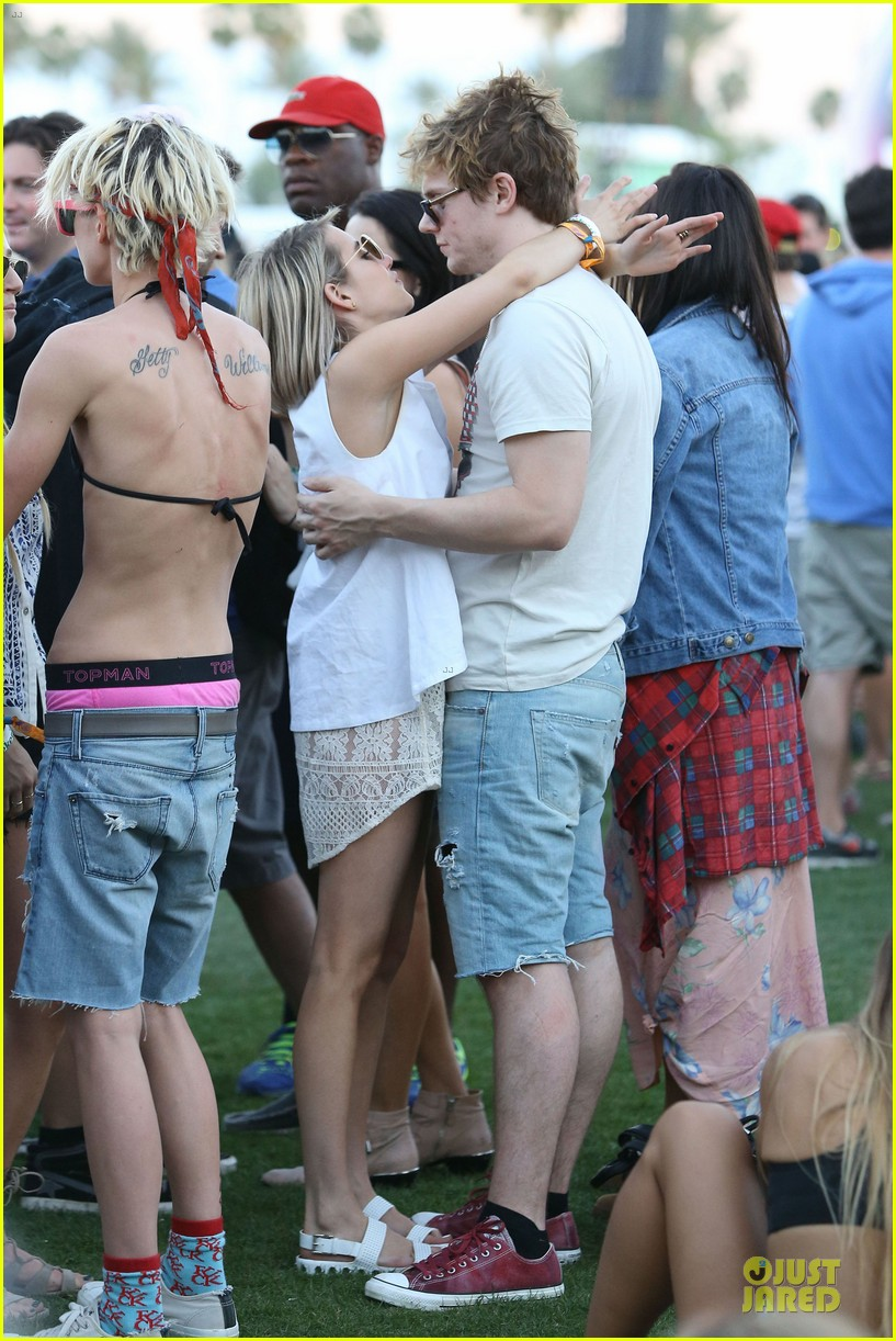 emma roberts evan peters kiss at coachella 17