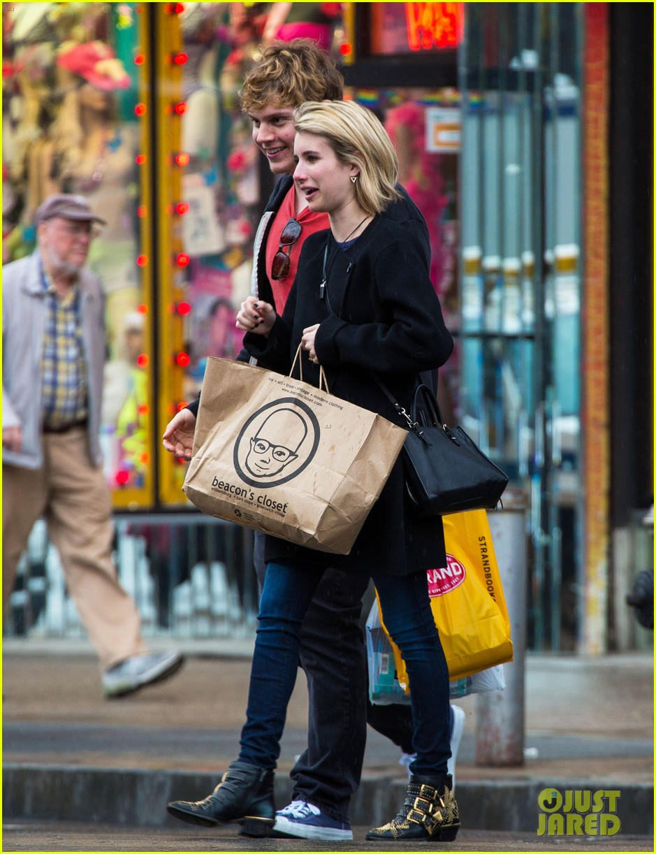 emma roberts evan peters look so in love in new york city 09