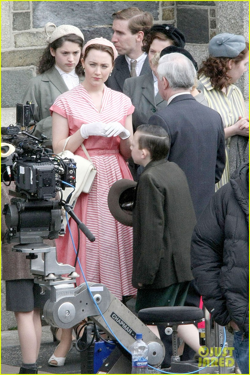 saoirse ronan fifties costumes look so vintage chic 10
