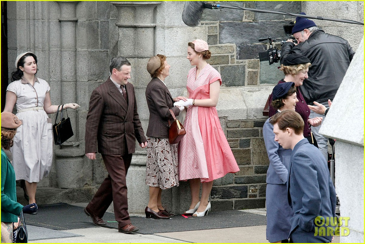 saoirse ronan fifties costumes look so vintage chic 14