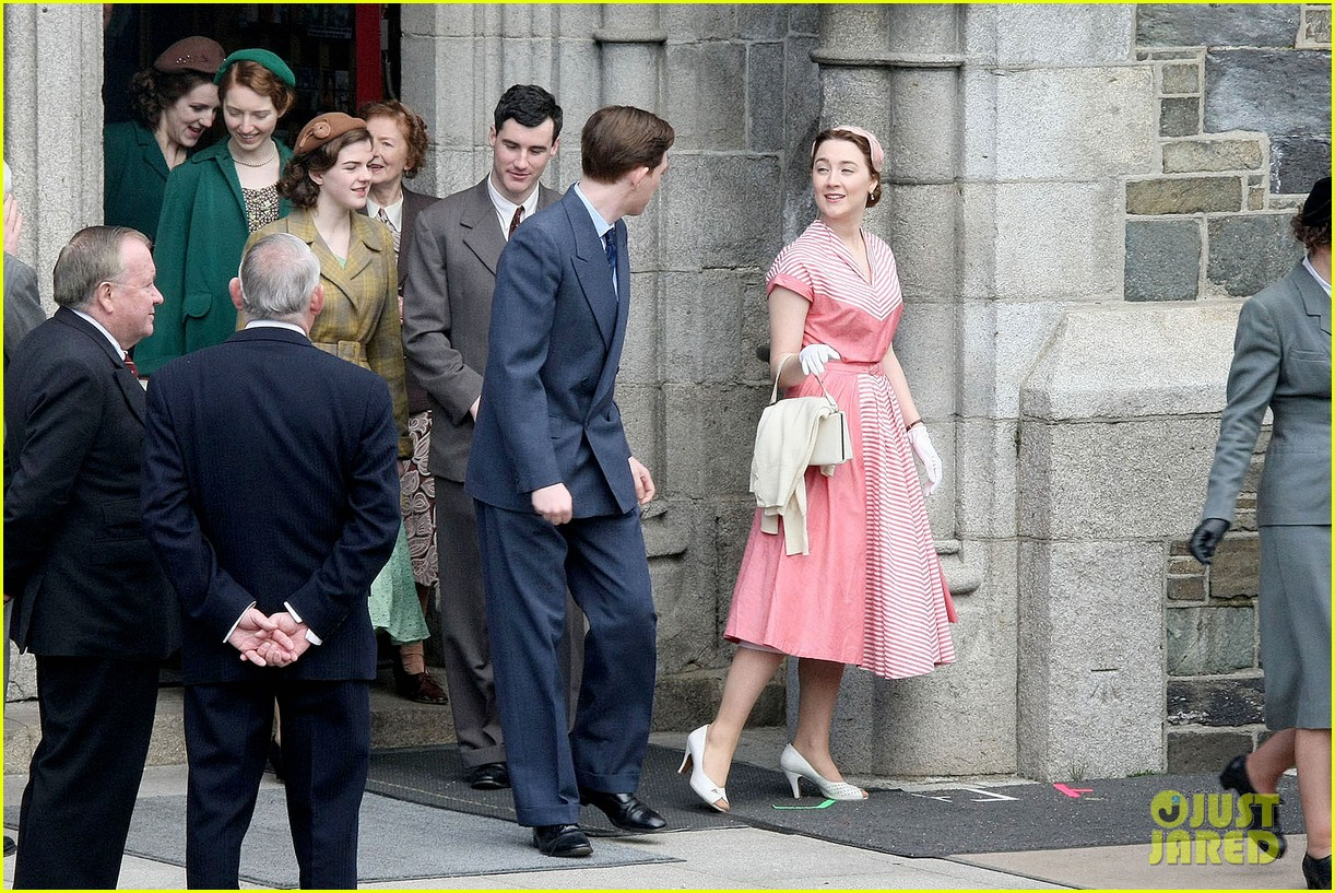 saoirse ronan fifties costumes look so vintage chic 15