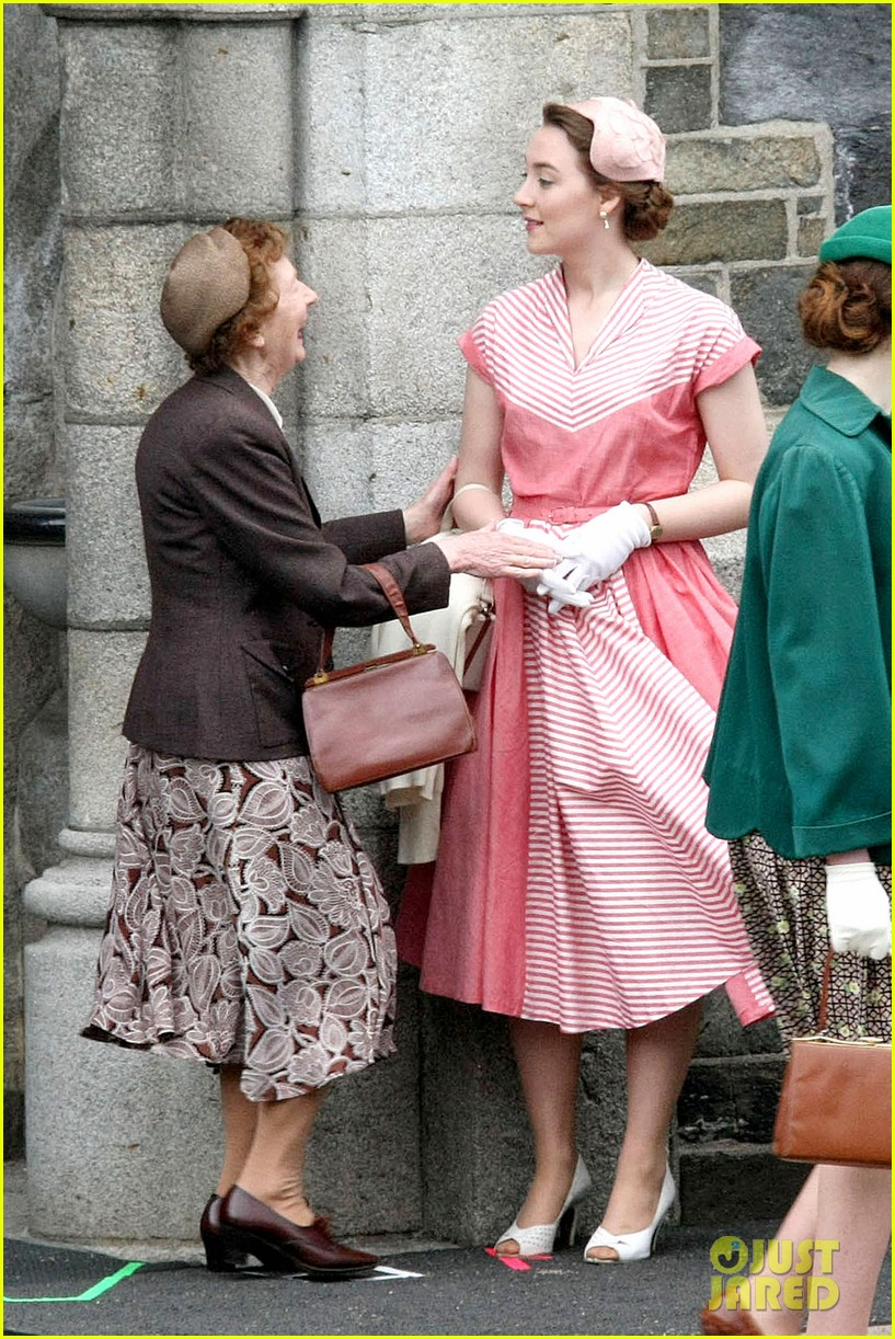 Full Sized Photo of saoirse ronan fifties costumes look so vintage ...