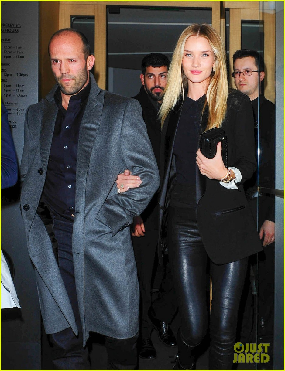 rosie huntington whiteley jason statham london backseat smooches 013100309