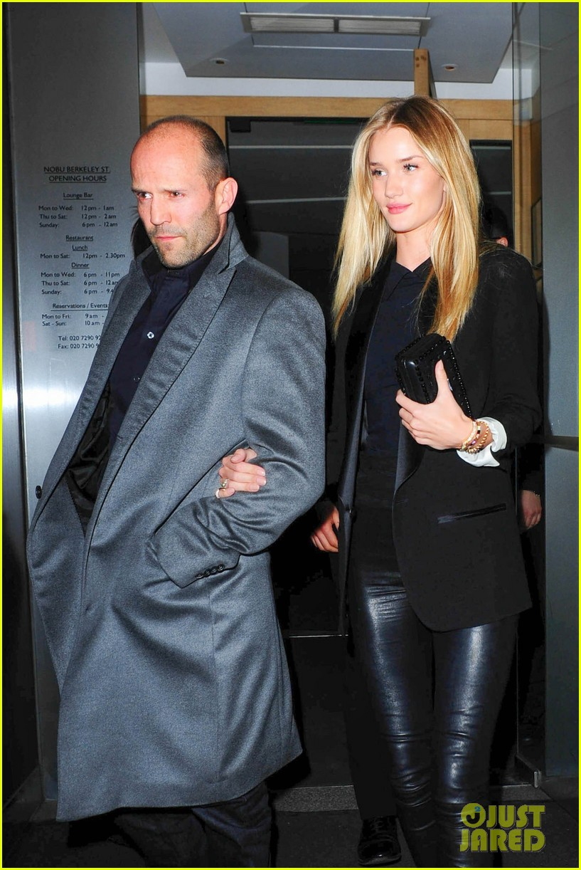 rosie huntington whiteley jason statham london backseat smooches 11