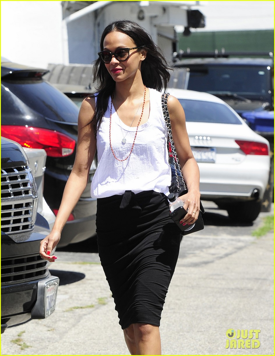 zoe saldana promotes paul walkers new movie nicest actor 09