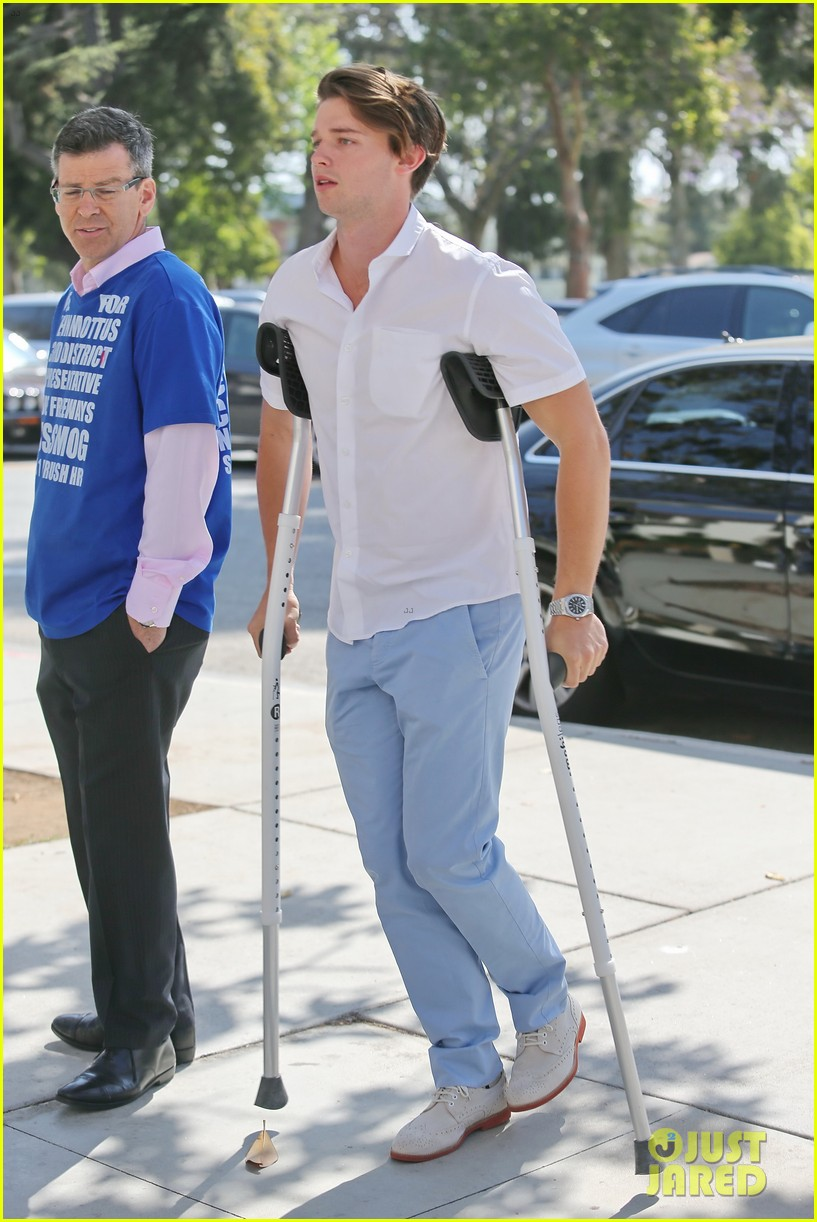 patrick schwarzenegger crutches easter sunday 01