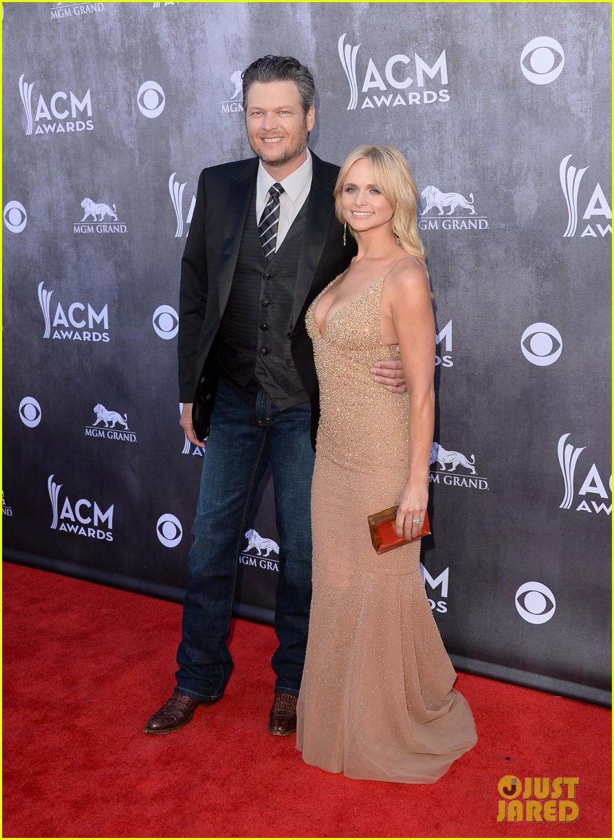 blake shelton miranda lambert acm awards 2014 red carpet 05