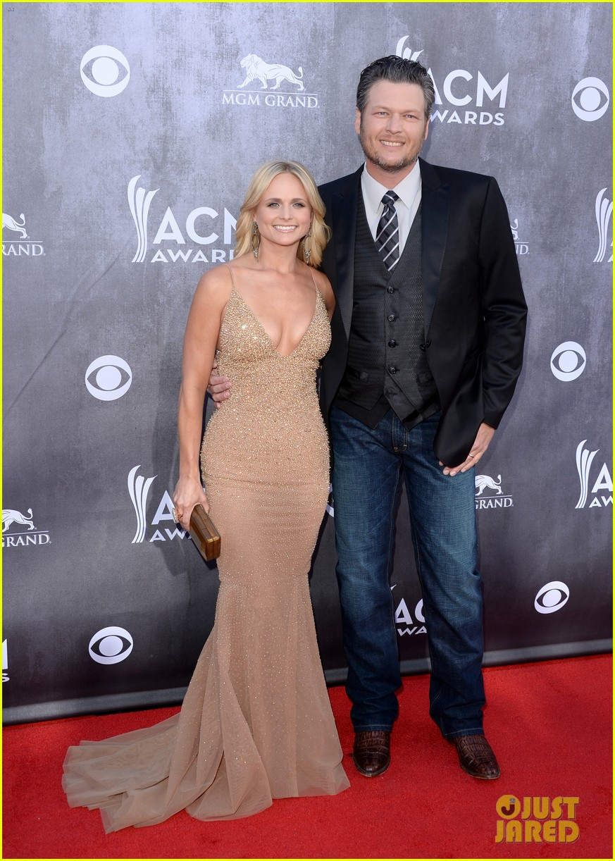 blake shelton miranda lambert acm awards 2014 red carpet 10