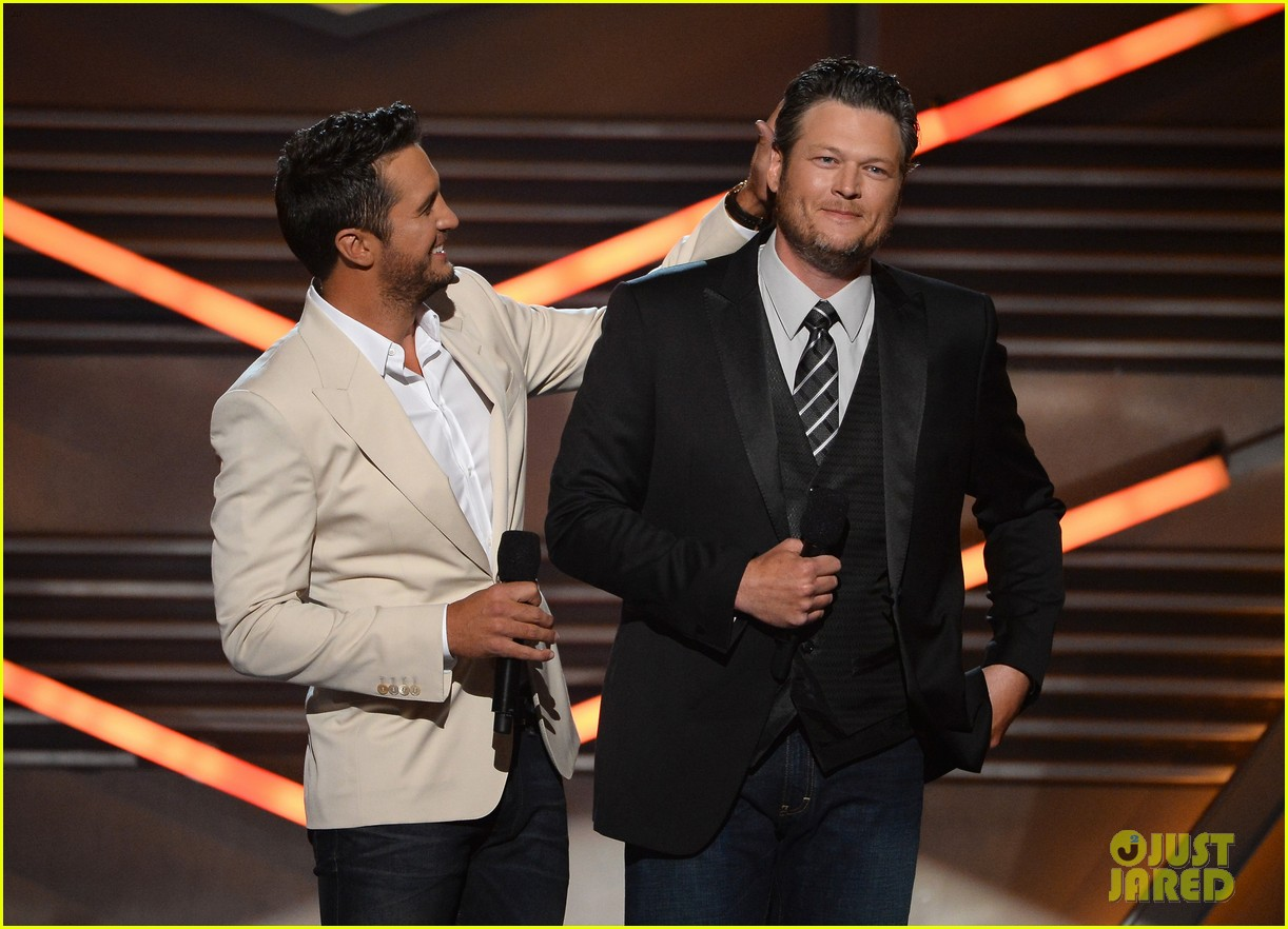 blake shelton disses britney spears at acm awards 2014 13