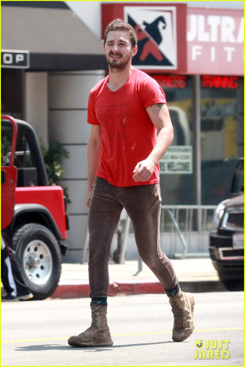 shia labeouf wears one of his favorite outfits for gym workout 07