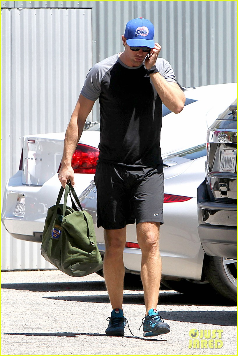 alexander skarsgard back at the gym 063098370