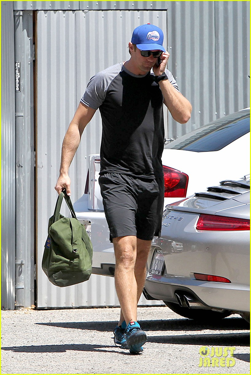 alexander skarsgard back at the gym 11