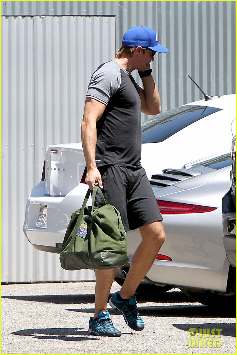 alexander skarsgard back at the gym 26