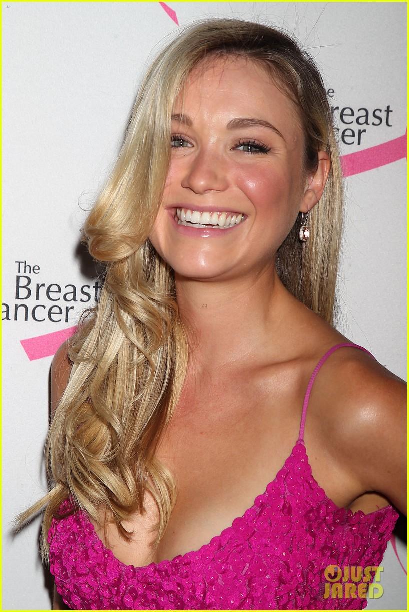 hailee steinfeld sara bareilles fight breast cancer 04