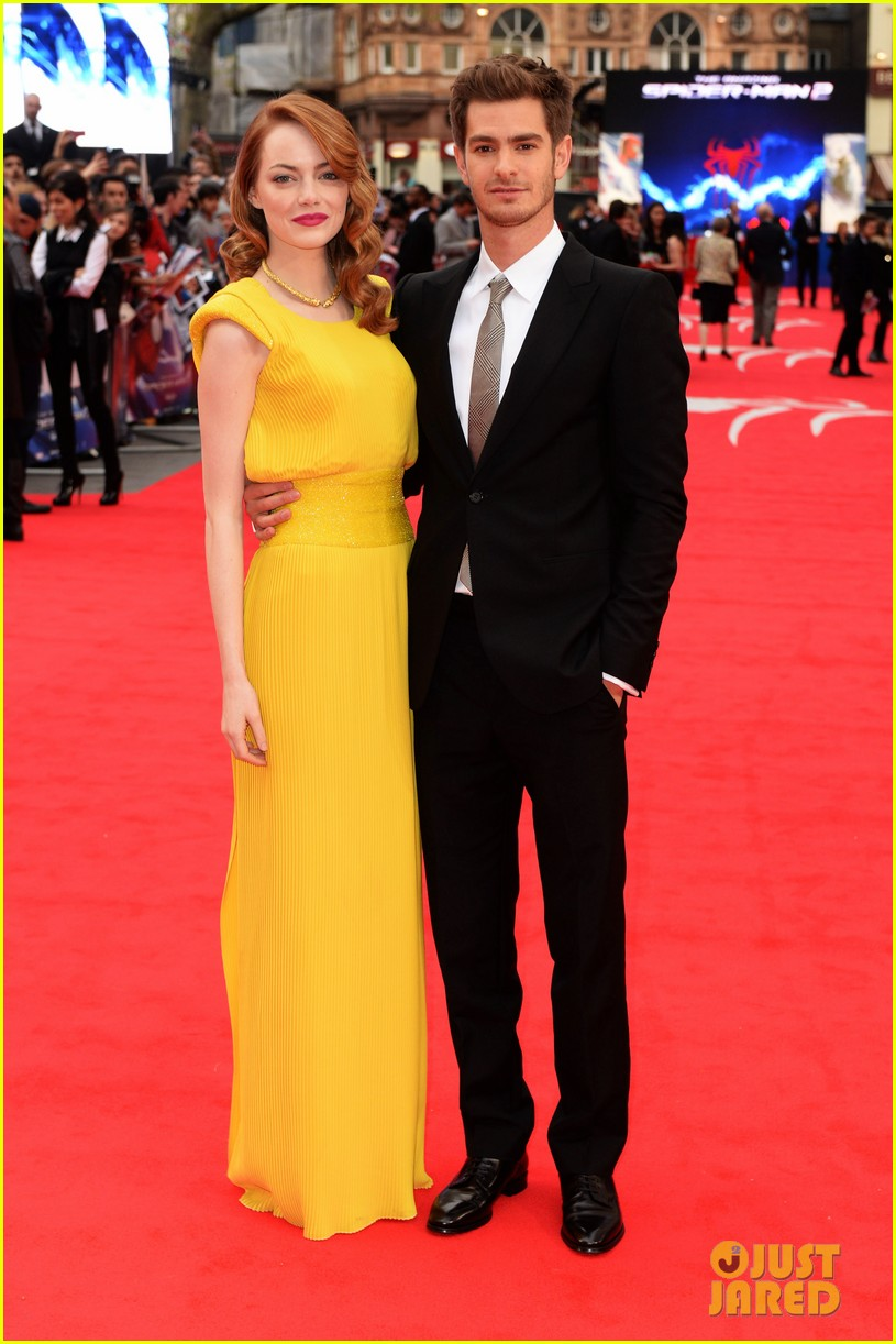 emma stone andrew garfield eyes for each other spider man 2 premiere 01