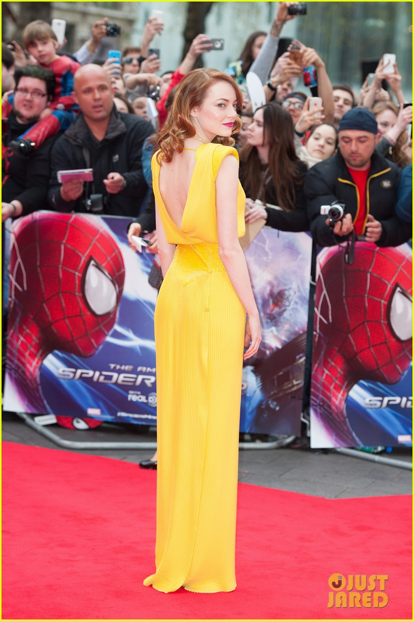 emma stone andrew garfield eyes for each other spider man 2 premiere 03