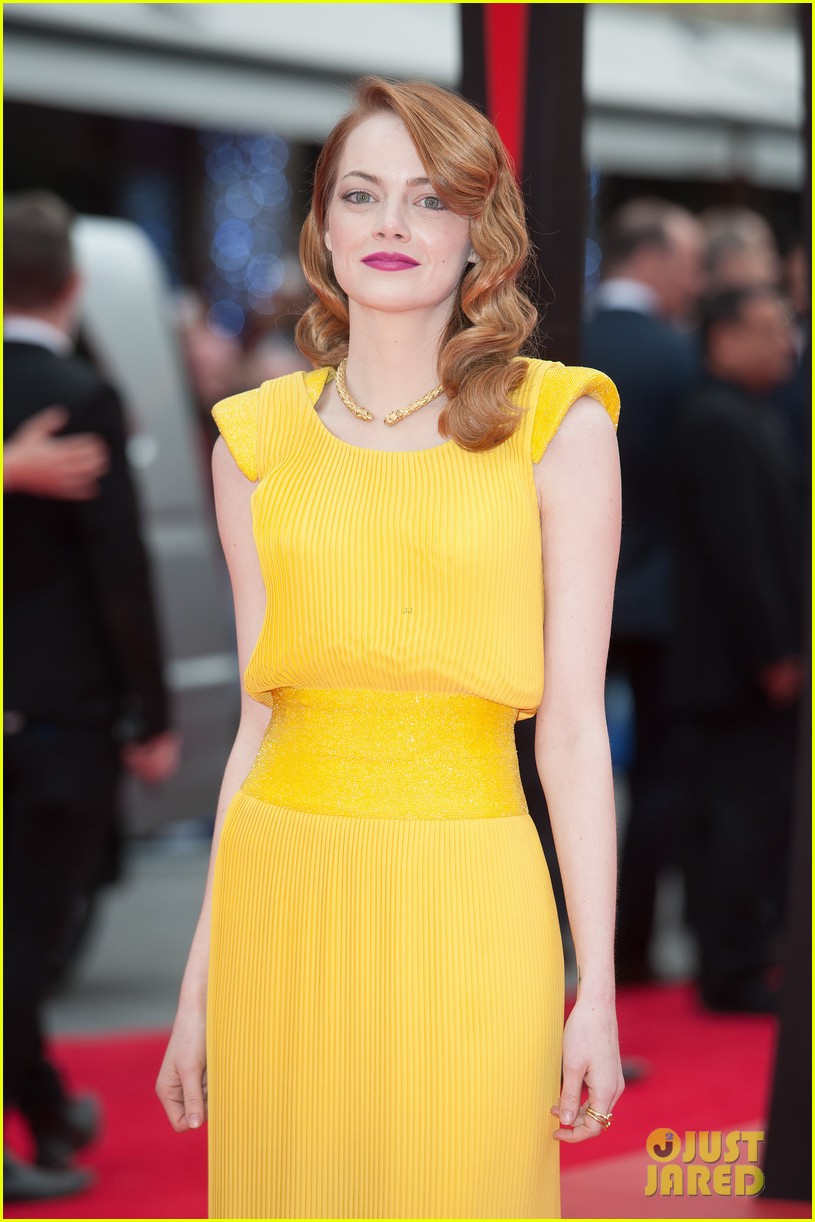 emma stone andrew garfield eyes for each other spider man 2 premiere 123088436