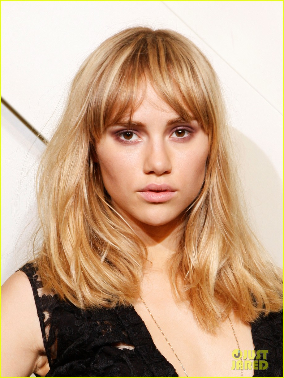 suki waterhouse shows off some serious leg at burberry shanghai opening 043098282