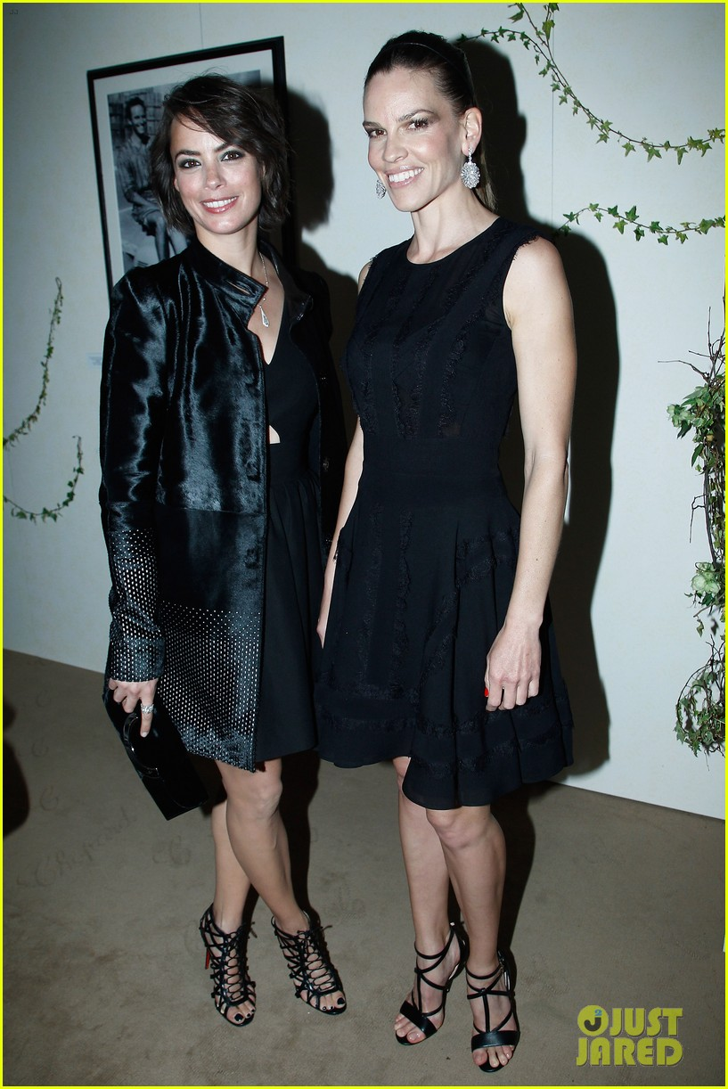 hilary swank joins berenice bejo at the chopard cocktail party 03